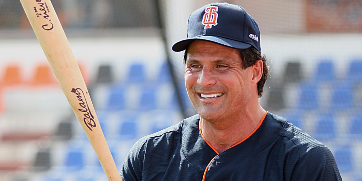 Presenting: Crazy Tweets From Crazy People (Ft. Jose Canseco)